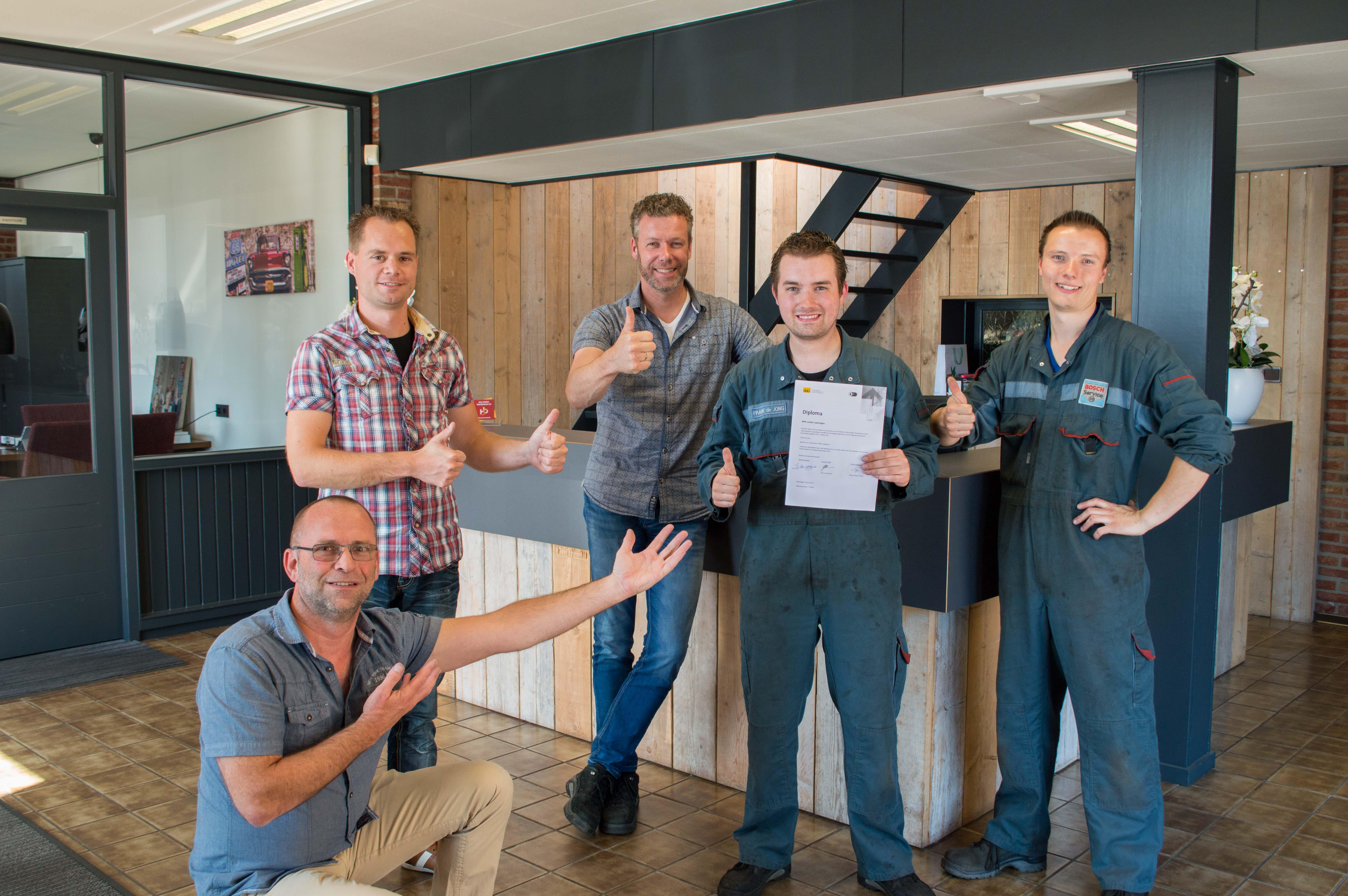 Frank de Jong geslaagd voor APK examen Autobedrijf van As