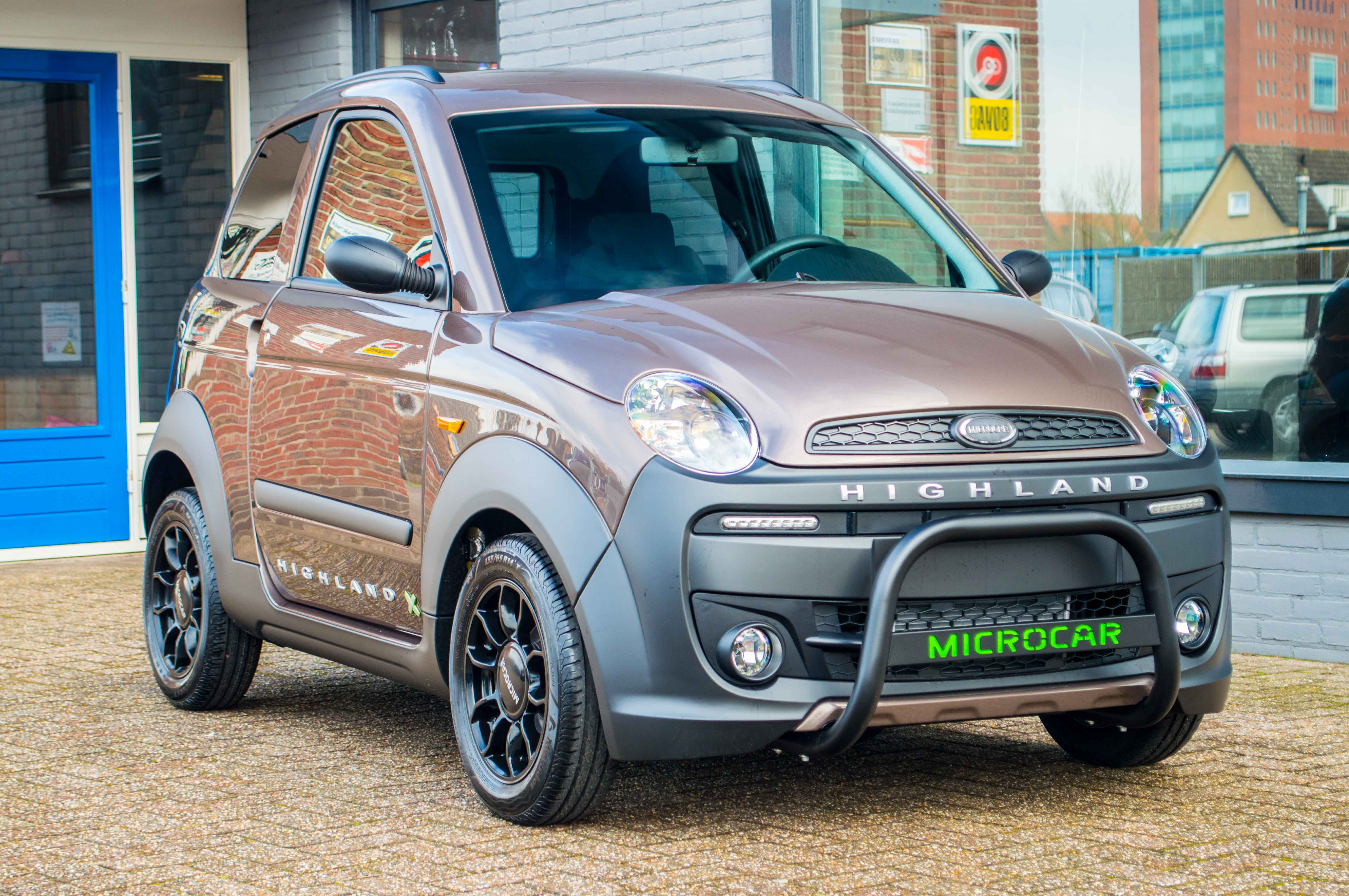 "Microcar M.GO Highland X in de kleur ""bronze""."